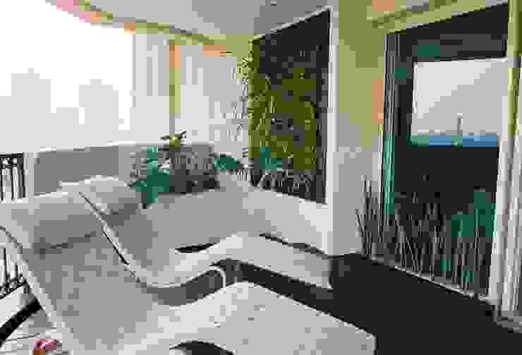 Quadro Vivo Urban Garden Roof & Vertical Balkon, Beranda & Teras Modern
