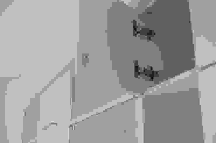 Guardado de cocina, puertas pushopen vidriadas y melaminicas cantos ABS.: Cocinas de estilo  por MINBAI