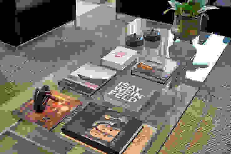 Detalhe da mesa de centro por Fernanda Sperb Arquitetura e interiores Moderno