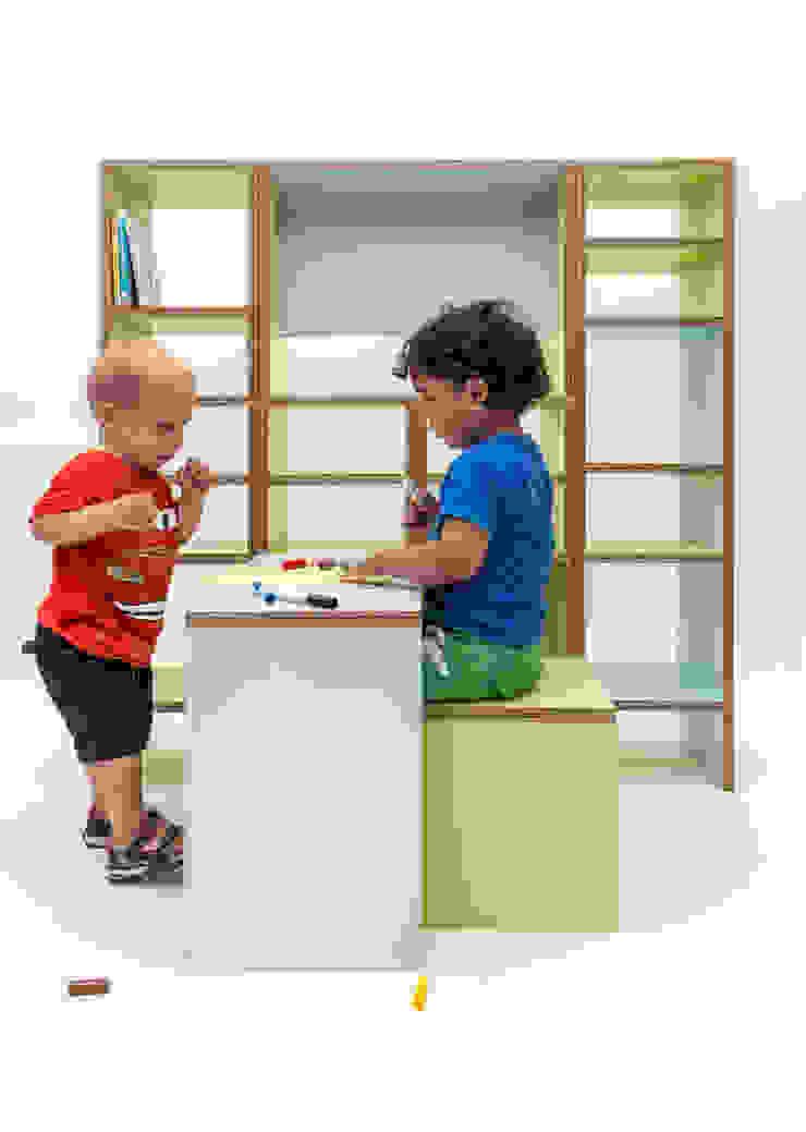 kwartkuub voor kleine mensen: modern  door Meubelmakerij Luitjens, Modern