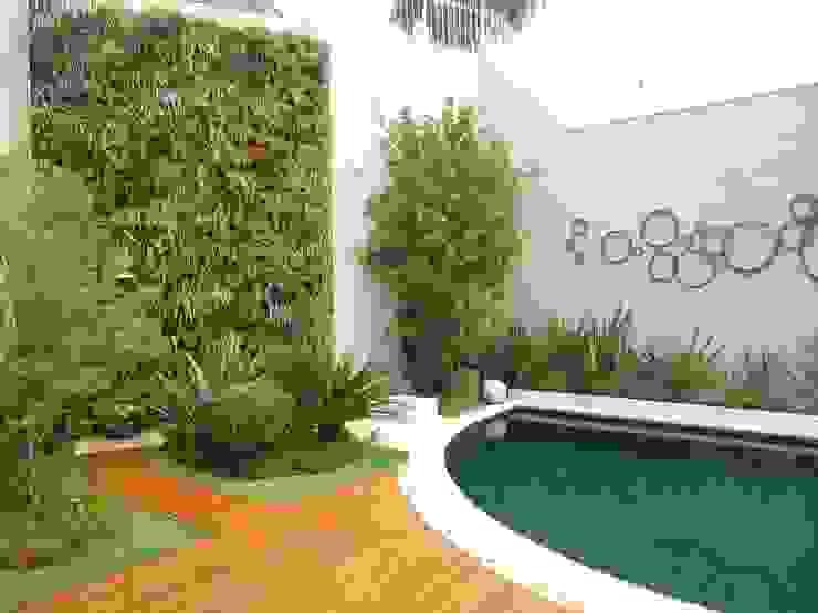 Quadro Vivo Urban Garden Roof & Vertical Taman Gaya Eklektik