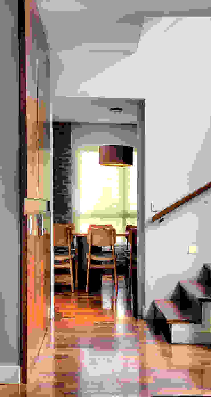 Triplex Alto de Pinheiros Cozinhas modernas por studio scatena arquitetura Moderno