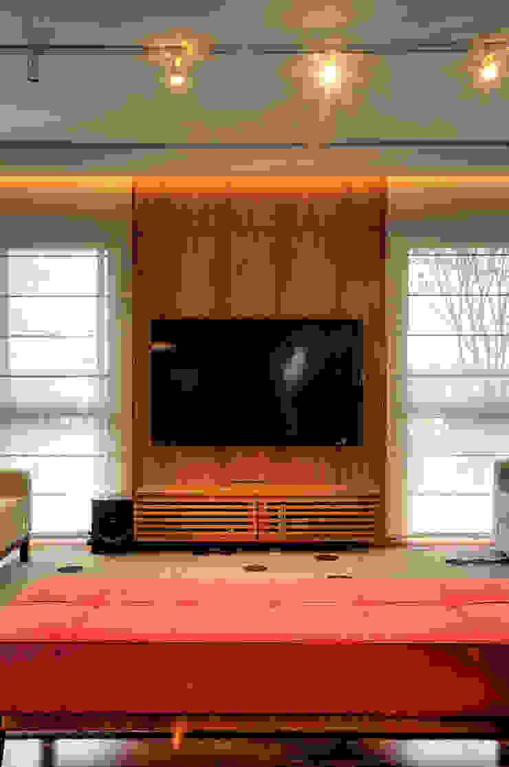 Triplex Alto de Pinheiros Salas de estar modernas por studio scatena arquitetura Moderno