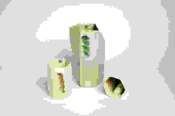 Want porcelain 2.0 groen en wit (schenkkan en mokken): modern  door Studio Roel Beurskens, Modern