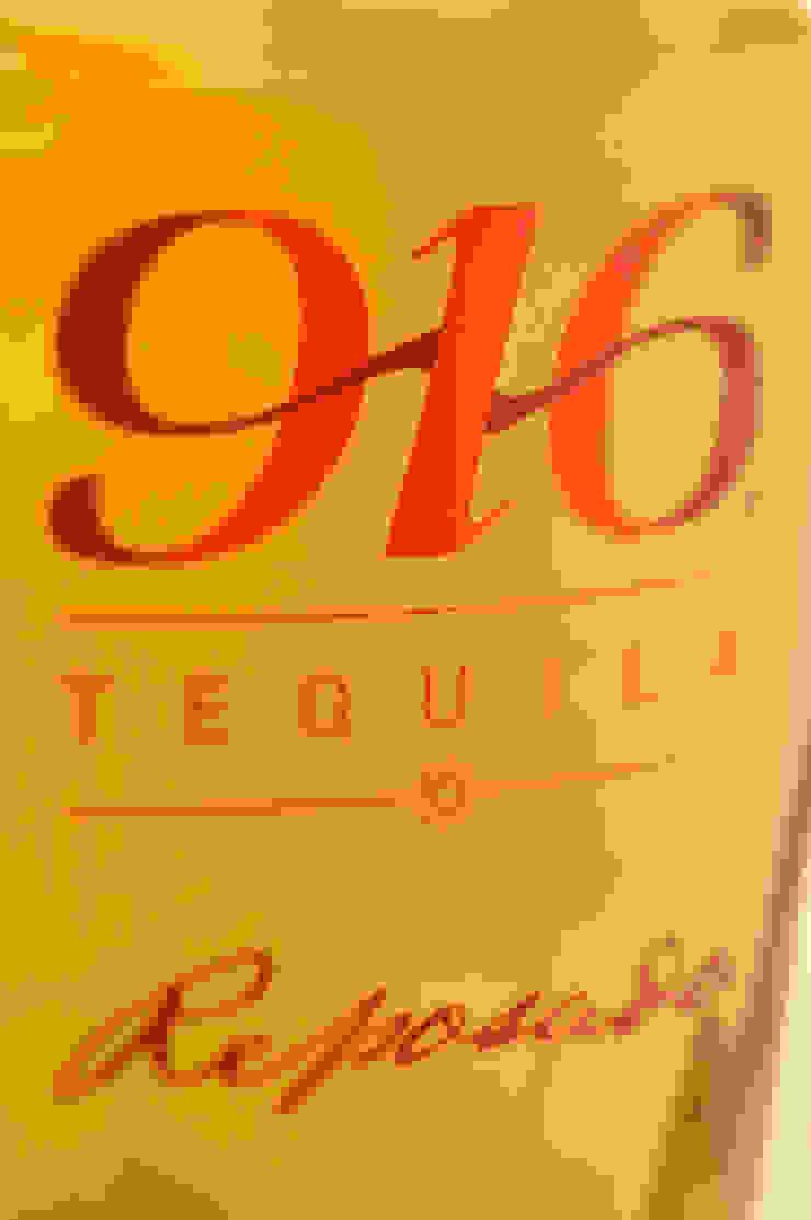 Detalle botella Tequila 916 reposado de Disémica Moderno
