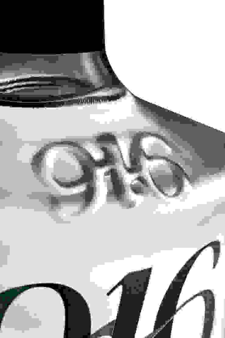 Detalle botella Tequila 916 blanco de Disémica Moderno
