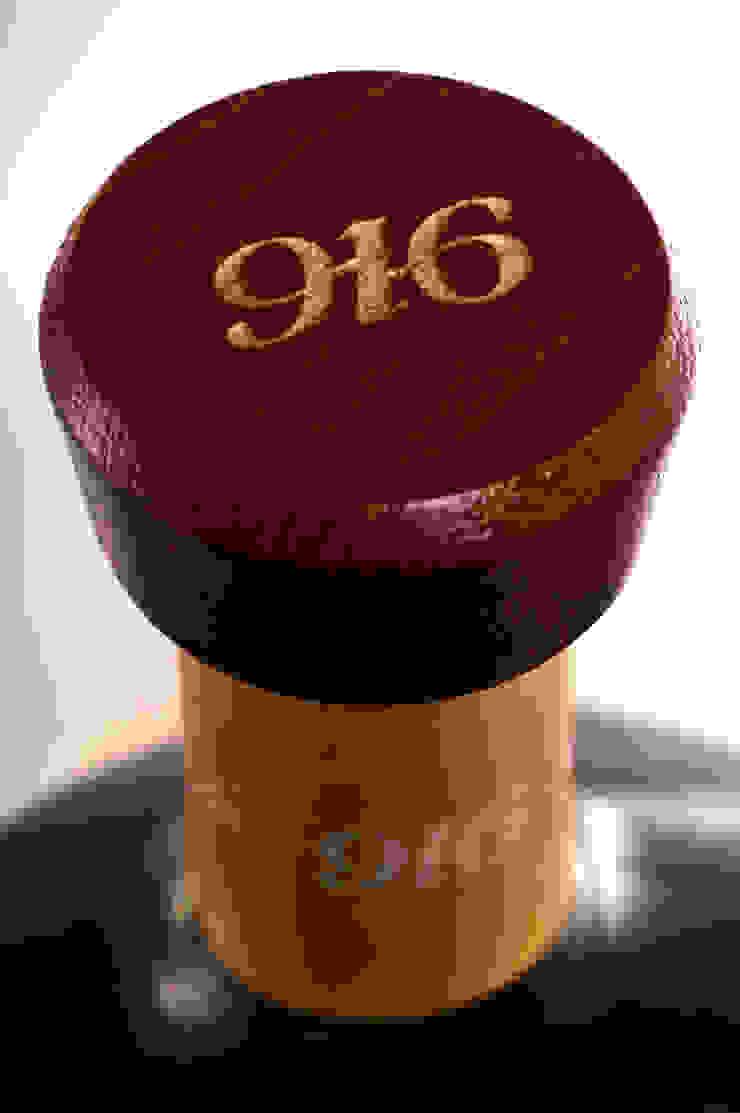 Detalle de tapa botella Tequila 916 de Disémica Moderno