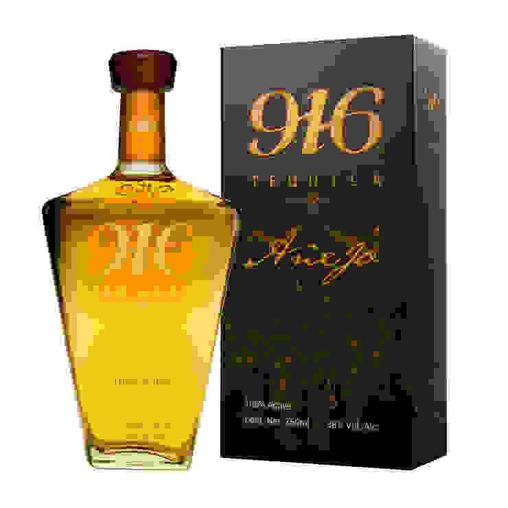 Botella y empaque Tequila 916 añejo de Disémica Moderno