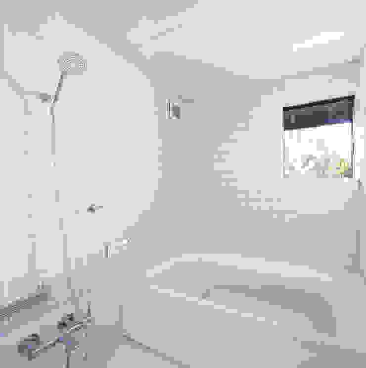 風呂 モダンスタイルの お風呂 の 山田伸彦建築設計事務所 モダン