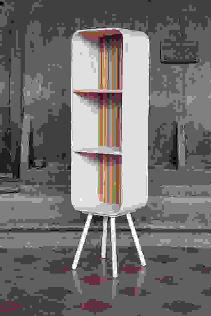 tonton grasshopper stripe: modern  door eva craenhals, Modern
