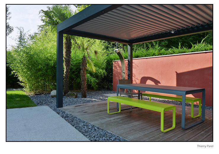 Terrasse tropicale Jardin tropical par Gilbert Henchoz Architectes Paysagistes Associés SA Tropical