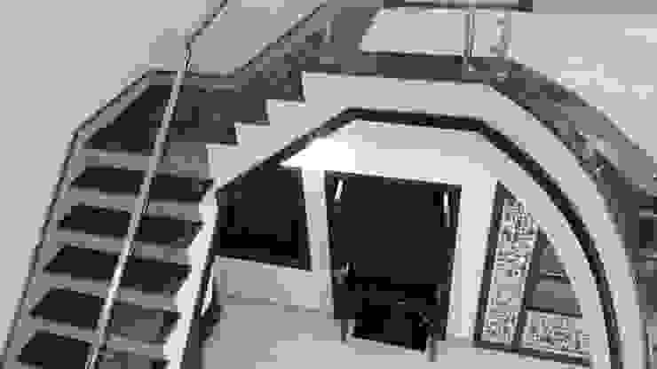 LALIT KUMAR FULWANI Modern corridor, hallway & stairs by MAA ARCHITECTS & INTERIOR DESIGNERS Modern