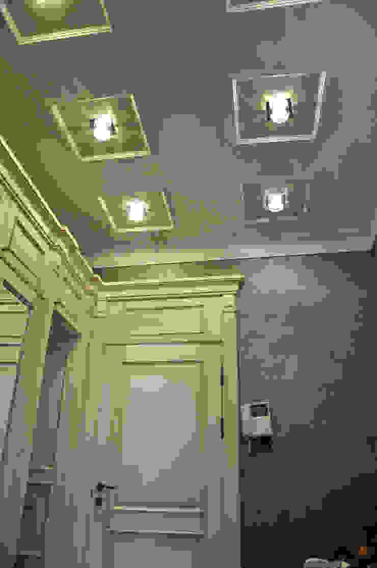 """КРЕМ-БРЮЛЕ """"ПО-КЛАССИЧЕСКИ"""" Коридор, прихожая и лестница в классическом стиле от студия дизайна архитектурной среды 'S-KVADRAT' Классический"""