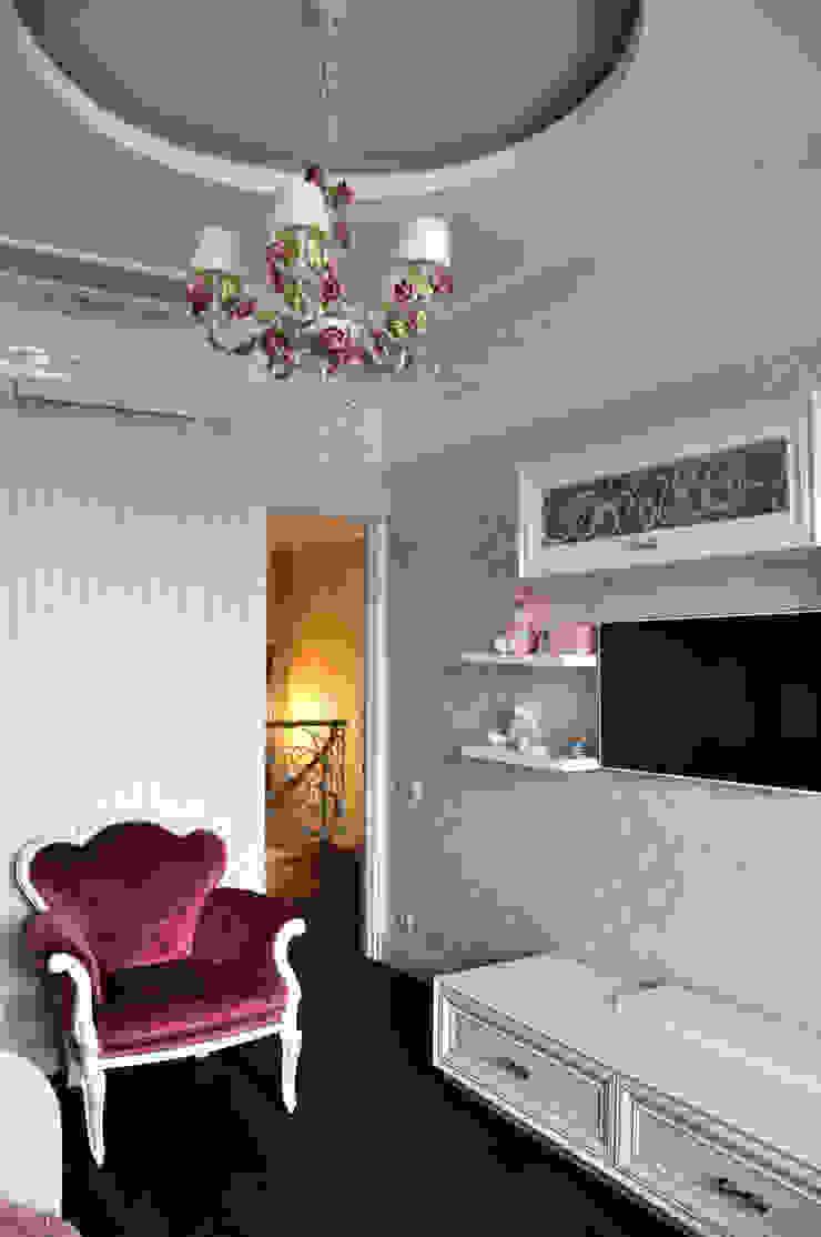 КРЕМ-БРЮЛЕ <q>ПО-КЛАССИЧЕСКИ</q> Детская комнатa в классическом стиле от студия дизайна архитектурной среды 'S-KVADRAT' Классический