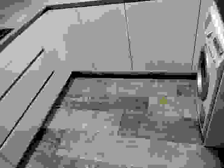 Modern kitchen by femcuines Modern
