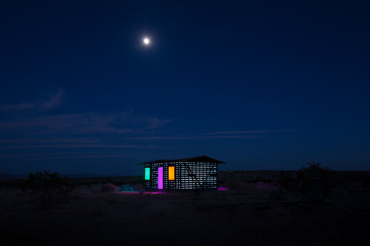 Houses by royale projects : contemporary art