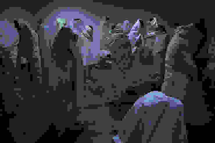 선잠-그럴싸한 핑계들_의류수거이불,혼합재료,이명(Sound)_가변크기 2015: Haing-studio의 현대 ,모던
