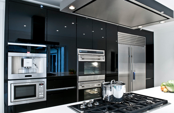Black & White Gloss Kitchen Modern kitchen by Urban Myth Modern