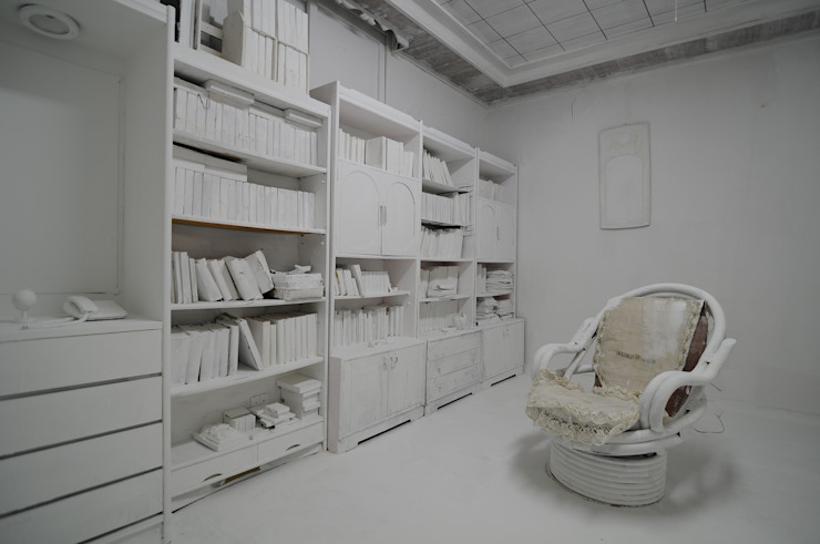 지우기-할머니방_페인트, 화장실_가변설치 2014: Haing-studio의 현대 ,모던
