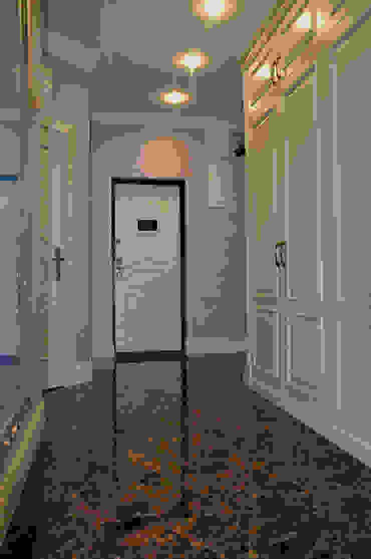 КВАРТИРА В ФИАЛКОВЫХ ТОНАХ Коридор, прихожая и лестница в классическом стиле от студия дизайна архитектурной среды 'S-KVADRAT' Классический
