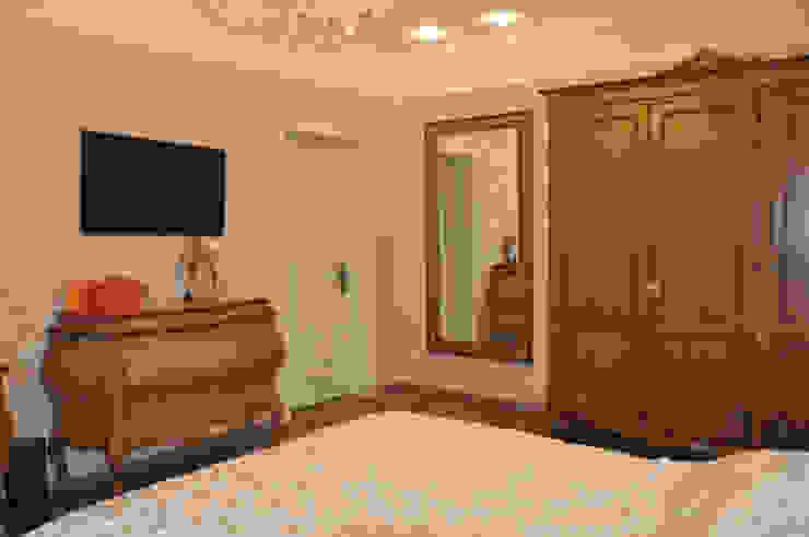 КВАРТИРА В ФИАЛКОВЫХ ТОНАХ Спальня в классическом стиле от студия дизайна архитектурной среды 'S-KVADRAT' Классический
