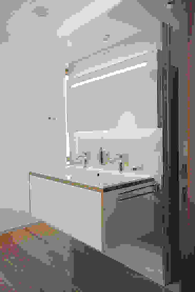 Haus N Moderne Badezimmer von marcbetz architektur Modern