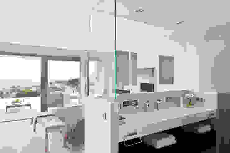 Дом в Сагаро, Испания. Ванная комната. IND Archdesign. Ванная в средиземноморском стиле от IND Archdesign Средиземноморский