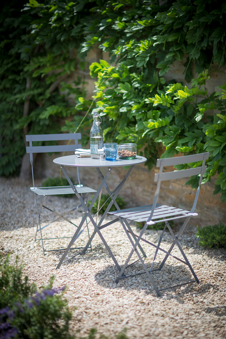 Bistro Table and Chair Set: classic  by Garden Trading, Classic