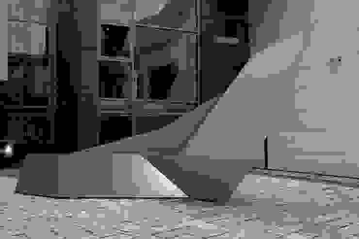 Seating sculpture Nero von homify Minimalistisch