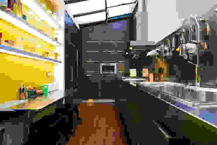 Industriale Küchen von LA CUISINE DANS LE BAIN SK CONCEPT Industrial
