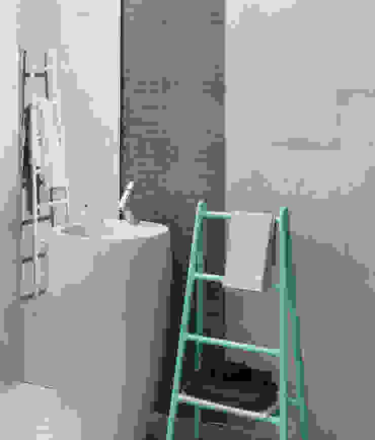 Coral Line Mosaic Bathroom by Target Tiles Мінімалістичний