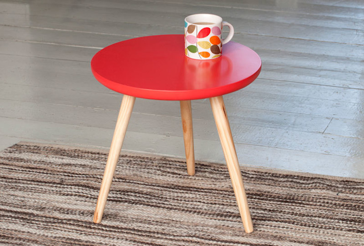 Fifties Red Round Wooden Coffee Table par Dotcomgiftshop Industriel