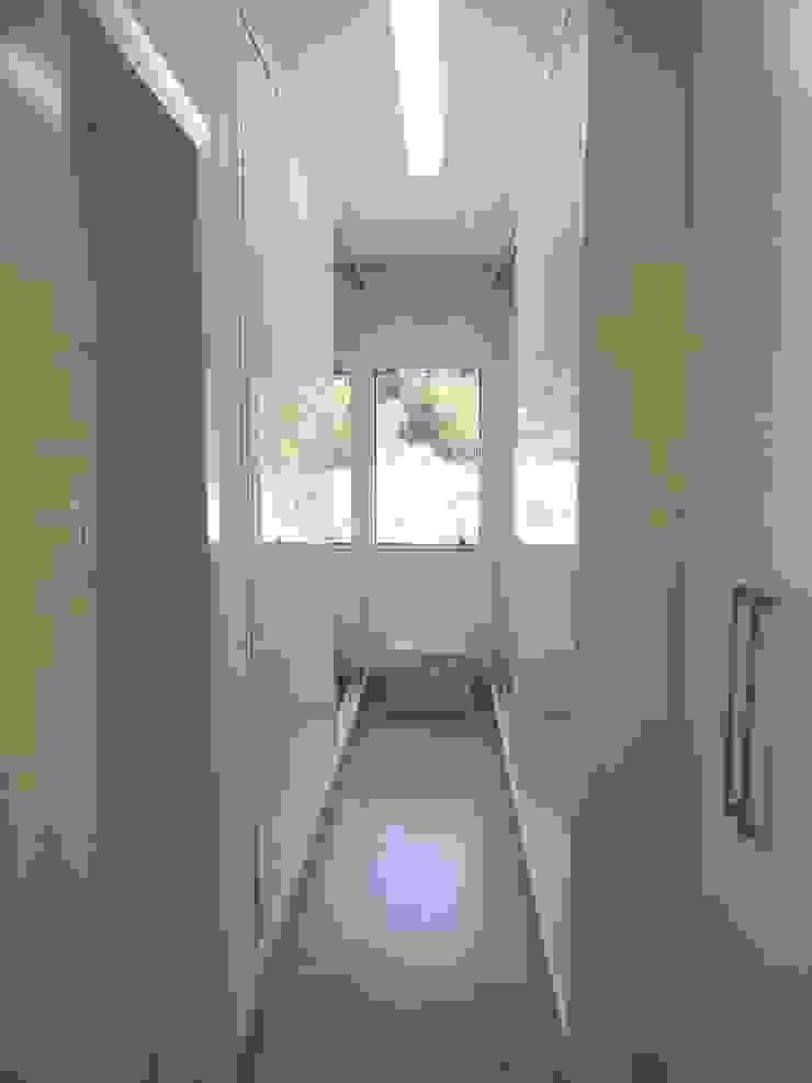 Interior Residência Closets por Kubbo Arquitetos Moderno