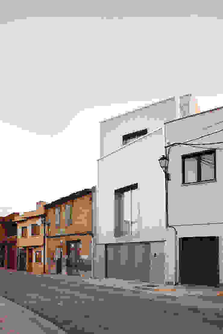 Exterior RUE Casas de estilo clásico