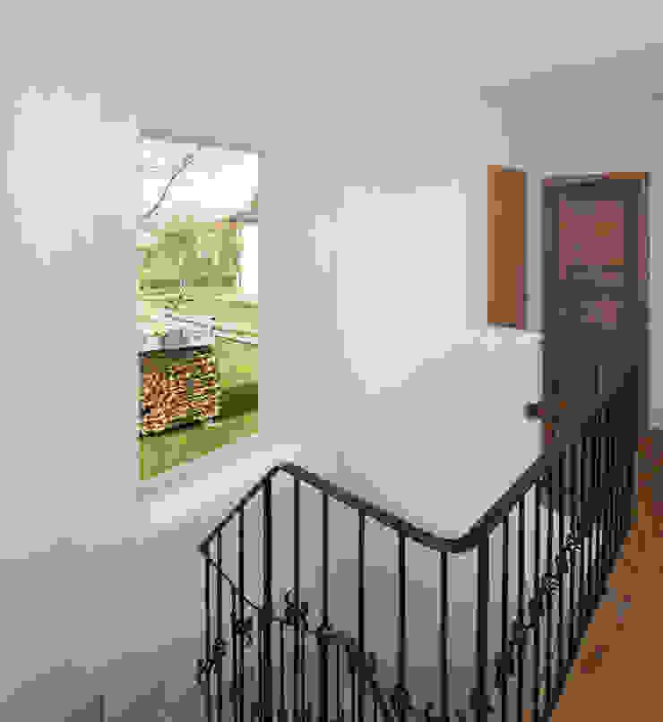 Classic corridor, hallway & stairs by gerstmeir inić architekten Classic