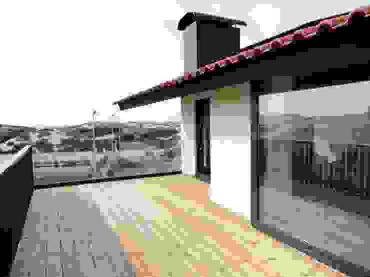 Varanda suite Varandas, alpendres e terraços ecléticos por GAAPE - ARQUITECTURA, PLANEAMENTO E ENGENHARIA, LDA Eclético