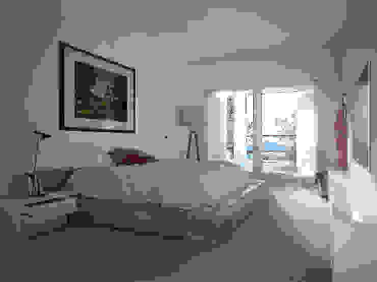 American Beauty Camera da letto moderna di Memento Architects Moderno