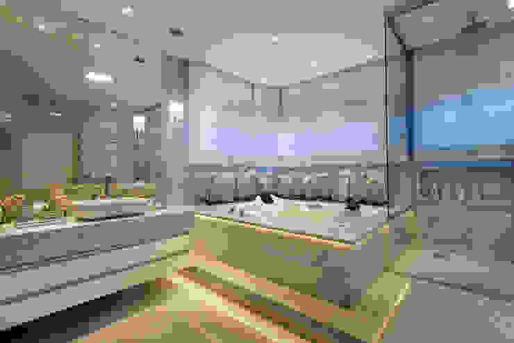 Casa Buriti Arquiteto Aquiles Nícolas Kílaris Banheiros modernos