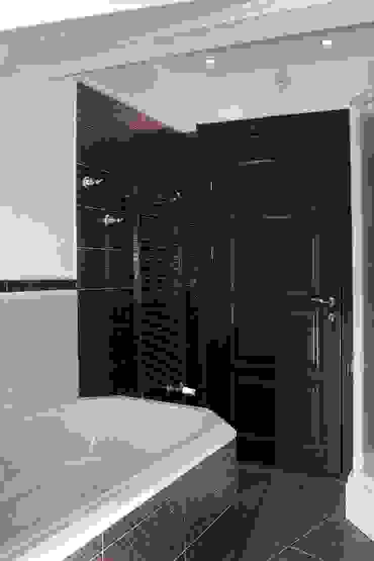 Phòng tắm phong cách kinh điển bởi AGRAFFE design Kinh điển