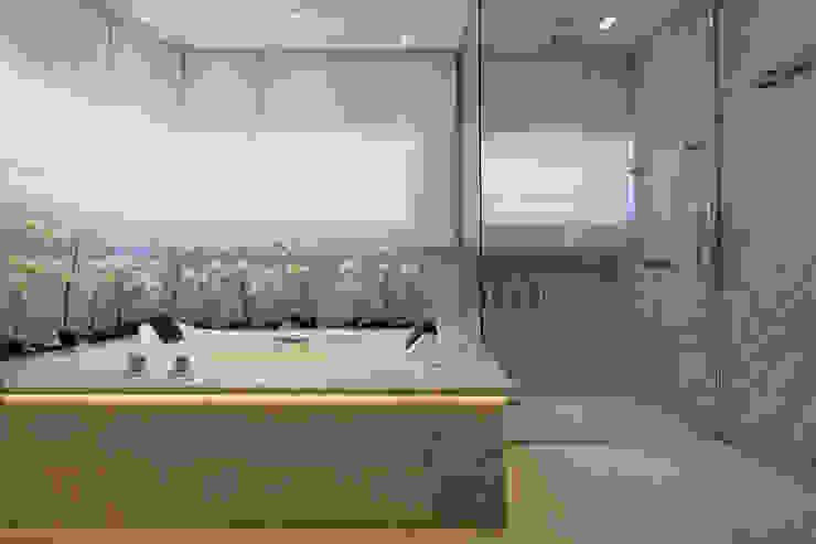 Arquiteto Aquiles Nícolas Kílaris Moderne Badezimmer