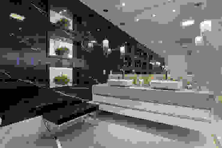 Ванная комната в стиле модерн от Arquiteto Aquiles Nícolas Kílaris Модерн