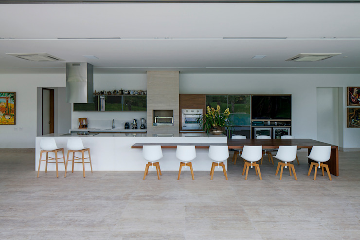 Kitchen by Aguirre Arquitetura