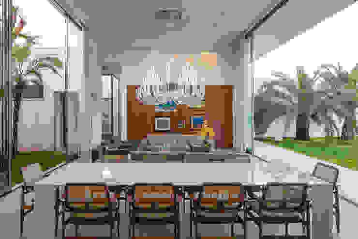 Phòng ăn phong cách tối giản bởi Aguirre Arquitetura Tối giản