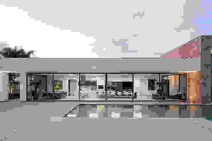 Casas de estilo  por Aguirre Arquitetura