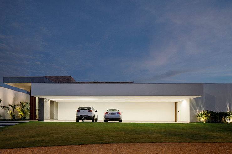 Garage/shed by Aguirre Arquitetura,