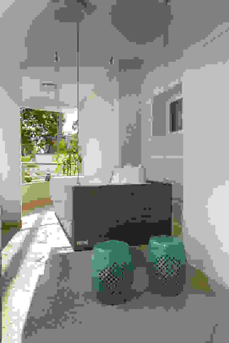 Arquiteto Aquiles Nícolas Kílaris Moderner Balkon, Veranda & Terrasse