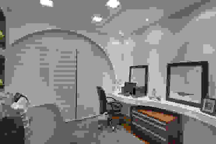 Arquiteto Aquiles Nícolas Kílaris Moderne Arbeitszimmer