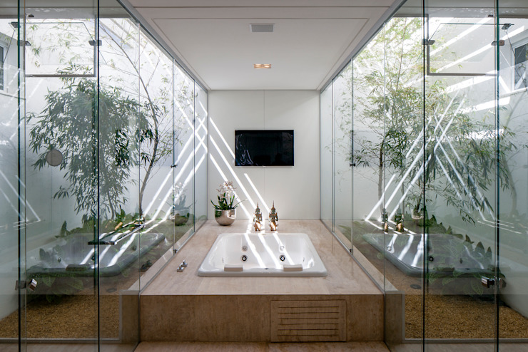 Bathroom by Aguirre Arquitetura, Minimalist