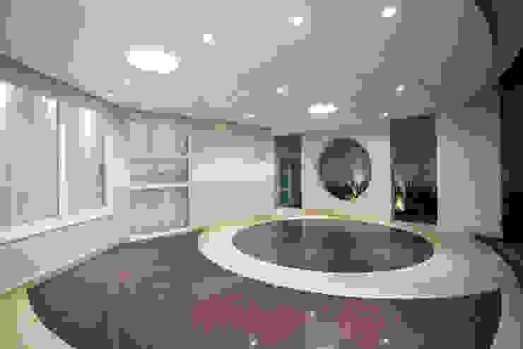 Arquiteto Aquiles Nícolas Kílaris Moderne Garagen & Schuppen