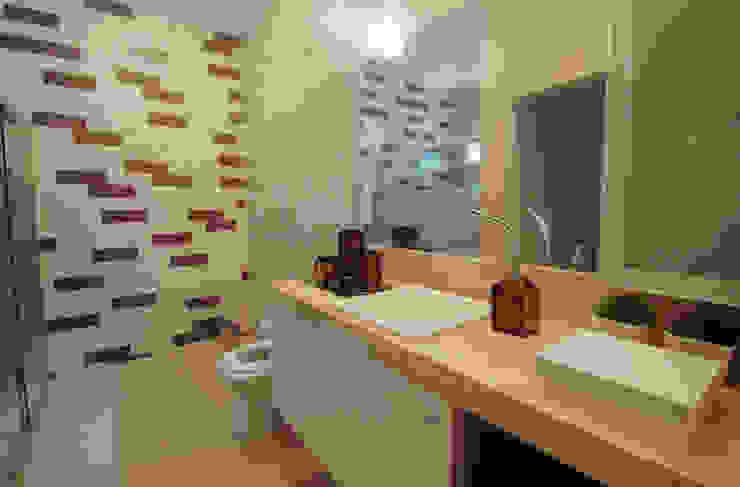Lavabos e Banheiros por Celia Beatriz Arquitetura Rústico